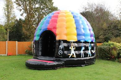 "Adult Disco Dome, 27'6""(d) x 20'(w) x 14'(h) - 8.4m(d) x 6.1m(w) x 4.3m(h), P21398"